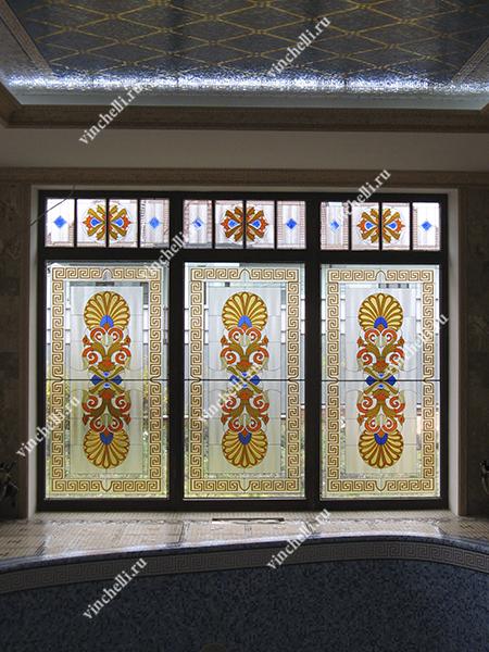Большие окна с витражом